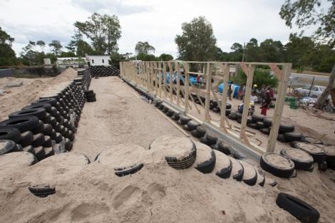 Escuela sustentable de Michael Reynolds en Uruguay